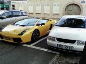 2 voitures dont une de sport