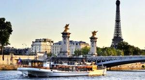 le yacht sur la Seine parisienne