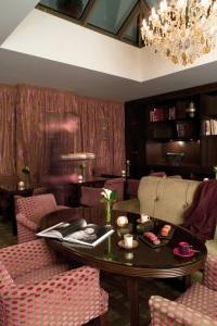 photo le boudoir en salon de thé hôtel champs élysées plaza