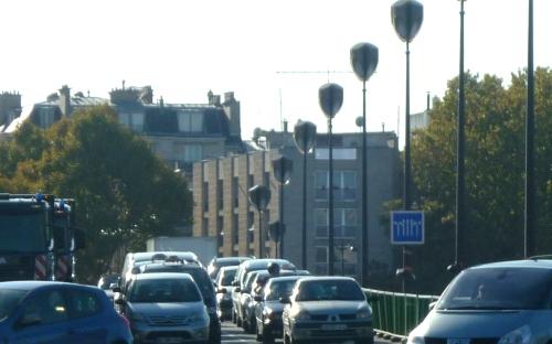 panneau routier sur le pont de l'alma