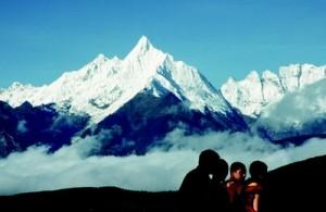 La montagne du Kawa Kharpo, « le cavalier des neiges », marqua en 1923 l'entrée au Tibet pour Alexandra et Yongden lors de leur périple vers Lhassa.