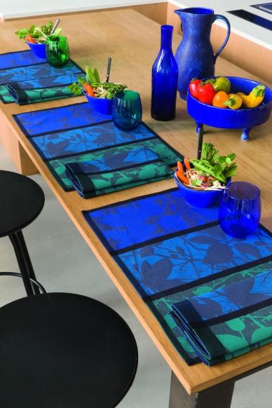set-de-table-enduit_feuillage_cobalt_ambHD.jpg.jpg